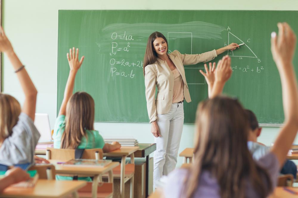 Chiều con, phụ huynh ở Anh chuyển sang 'khủng bố tinh thần' giáo viên