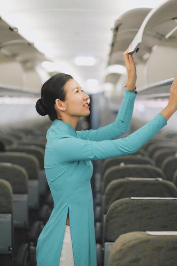 Thông báo ứng tuyển tiếp viên hàng không bỗng trở thành nơi 'rải muối' cho vô số bình luận