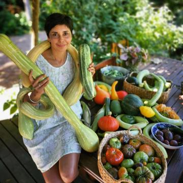 Mê đồ sạch, bà mẹ trẻ này đã tự trồng hẳn một 'khu vườn cây trái' nhìn mát cả mắt