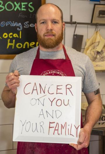 Chủ hàng thịt bàng hoàng với thông điệp độc địa của nhóm ăn chay: 'Cả nhà mày sẽ bị ung thư'