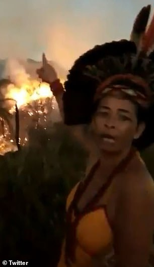 Dân bản địa Brazil gào khóc khi rừng Amazon cháy lớn: 'Họ giết chết sông ngòi và nhấn chìm chúng tôi trong biển lửa'