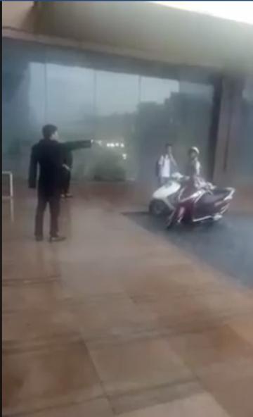 Dân mạng lên tiếng bênh vực bảo vệ đuổi người trú mưa tại khách sạn Grand Plaza Hà Nội