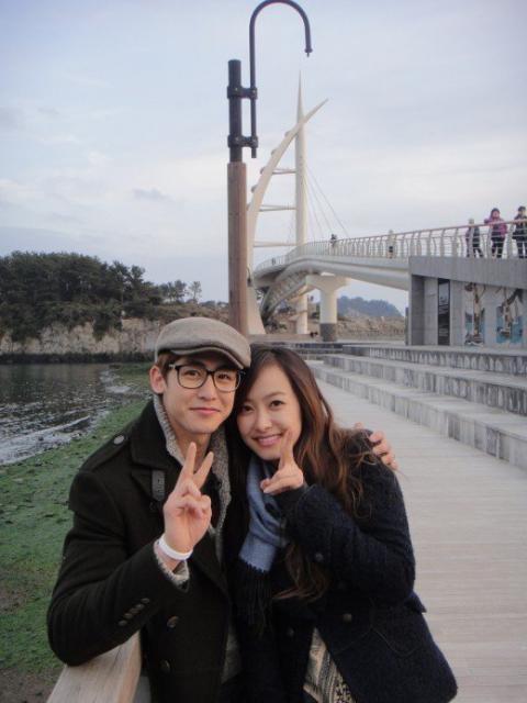 Cựu thành viên Winner 'hẹn hò' với đàn chị hơn 9 tuổi trong show bản
