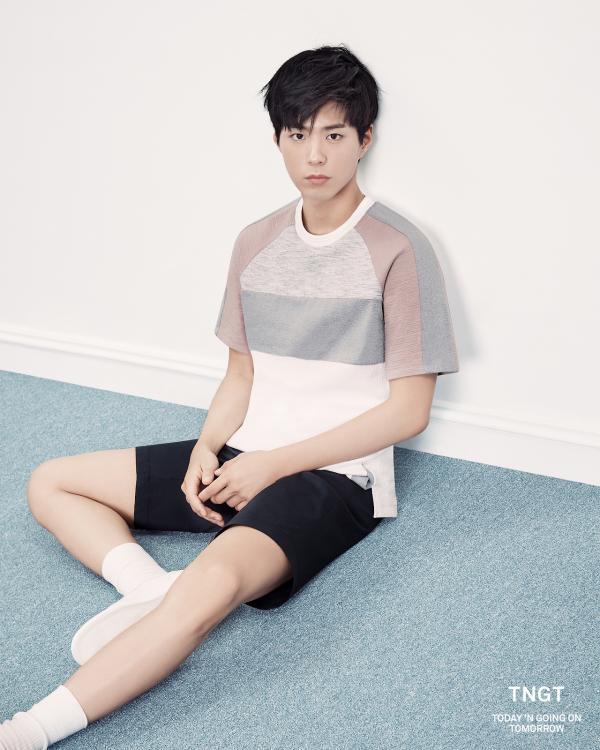 Những sao nam K-Pop sở hữu cặp chân nuột nà bao cô gái mơ ước