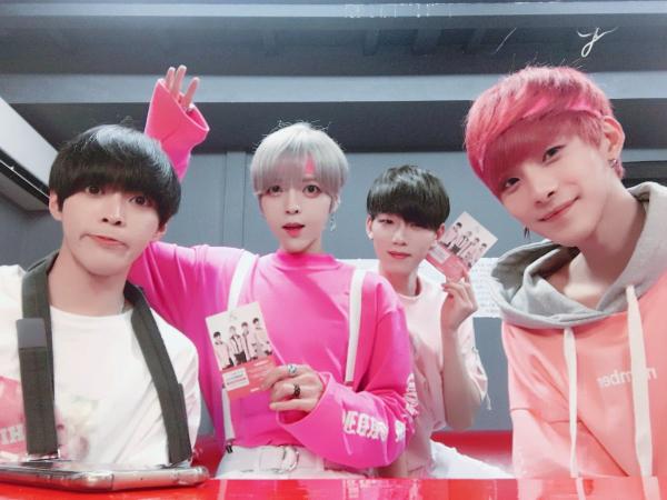 Nhóm nhạc K-Pop có ngoại hình 'quái dị' khiến thiên hạ sững sờ