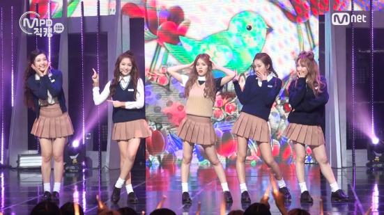 Xao xuyến trước đồng phục nữ sinh của các nhóm nhạc nữ Kpop