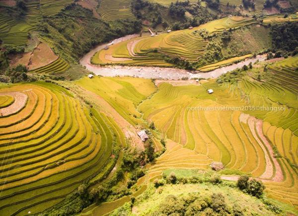 Việt Nam nhìn từ trên cao, thật đẹp mà cũng thật buồn...