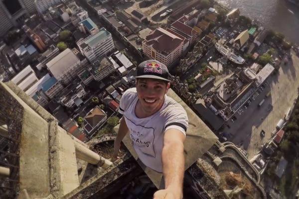 Đặt chân vào bên trong toà cao ốc bỏ hoang rùng rợn nhất Bangkok