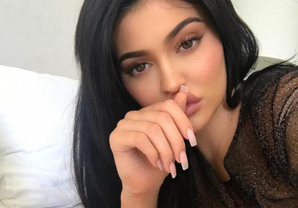 Facebook và Snapchat 'kẻ khóc, người cười' chỉ sau một dòng trạng thái của Kylie Jenner