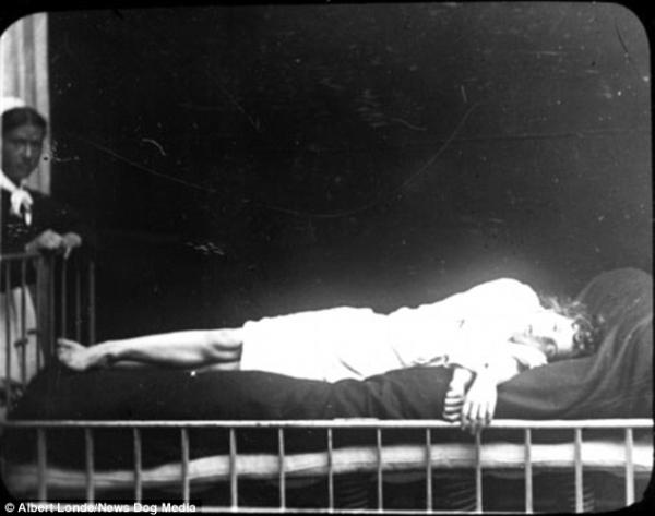Mất ngủ với những tấm ảnh chụp tại nhà thương điên
