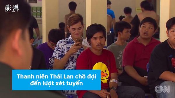 Các 'đại trượng phu' Thái Lan òa khóc khi rút phải thẻ đỏ trong ngày xét tuyển quân sự