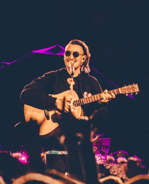 'Hoàng tử nhạc deep' Gnash làm người nghe 'đắm chìm' trong những ca khúc đầy hoài niệm