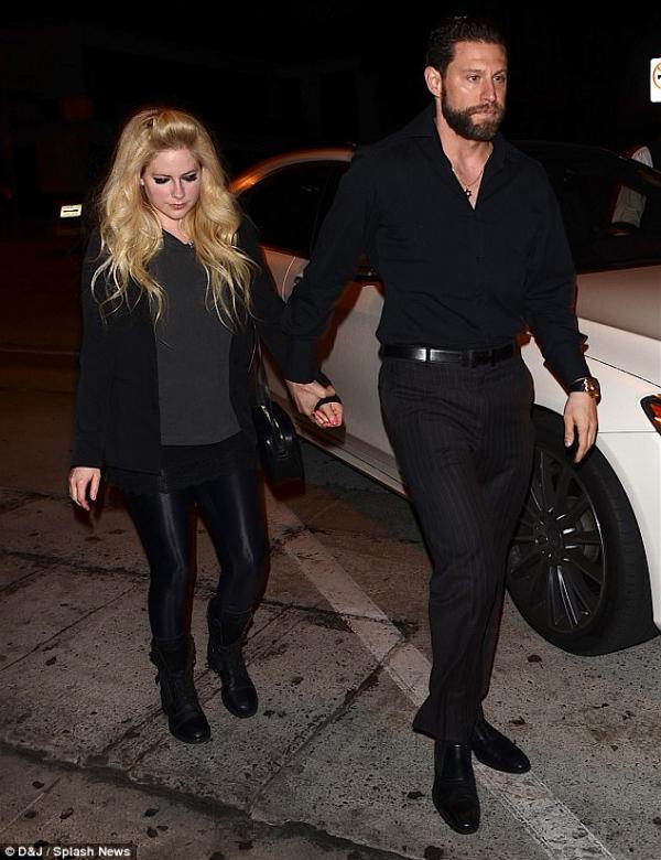 Avril Lavigne hẹn hò con trai của tỷ phú, thuộc dòng dõi quý tộc Ai Cập