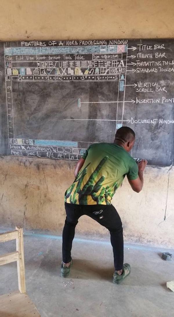 Tấm lòng của thầy giáo vẽ giao diện Word lên bảng mỗi ngày để dạy trò nghèo