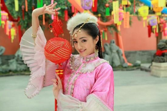 Thu nhập chênh lệch 'một trời một vực' của 'Tứ đại mỹ nhân' Tân Cương trong showbiz Hoa ngữ