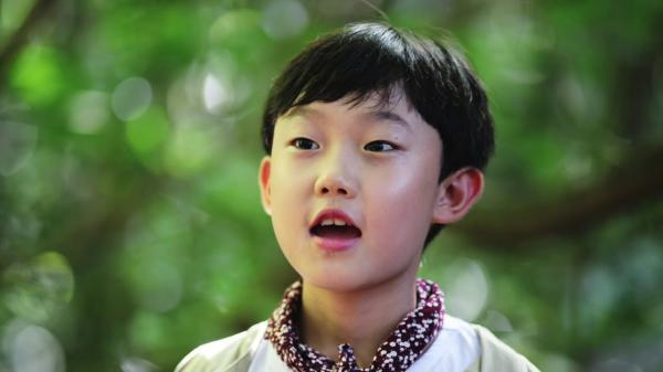 Ngoài TT Moon Jae In, đây là người Hàn Quốc thứ 2 nhận được nụ cười tươi rói từ Kim Jong Un