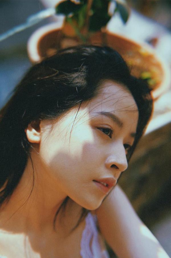 Chi Pu: Muốn là 'nữ thần thanh xuân' hay muốn học Sulli làm 'thần tượng Lolita' đây?