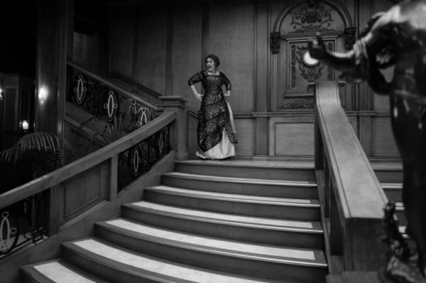 Mừng sinh nhật tuổi 30, Adele 'lầy lội' hóa thân thành nàng Rose trong Titanic