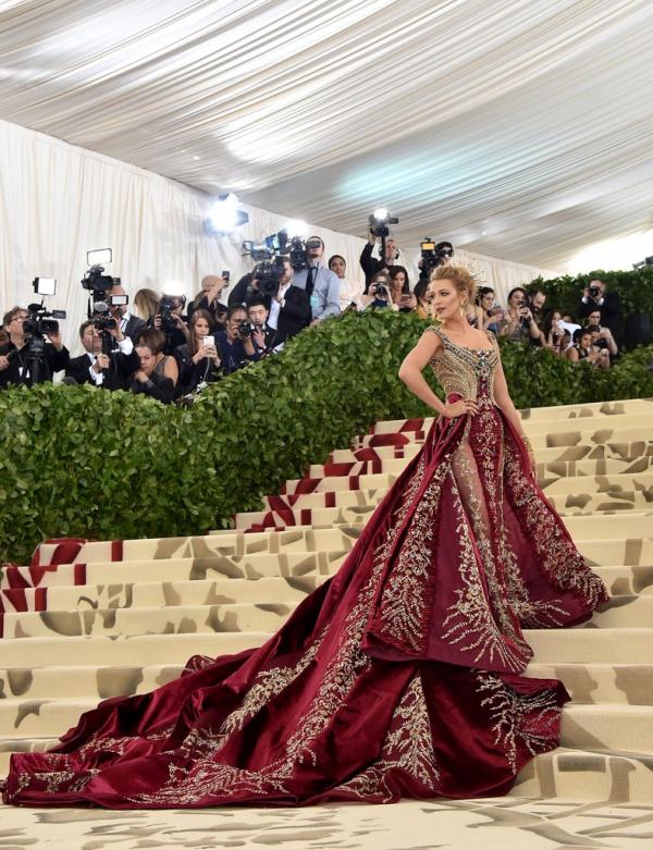 Ngắm nghía các sao 'chặt chém' nhau bằng trang phục lộng lẫy tại Met Gala 2018