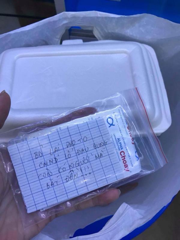 'Chết cười' anh chàng nấu đồ ăn cho bạn gái còn gửi kèm photo chứng minh thư 'làm tin'