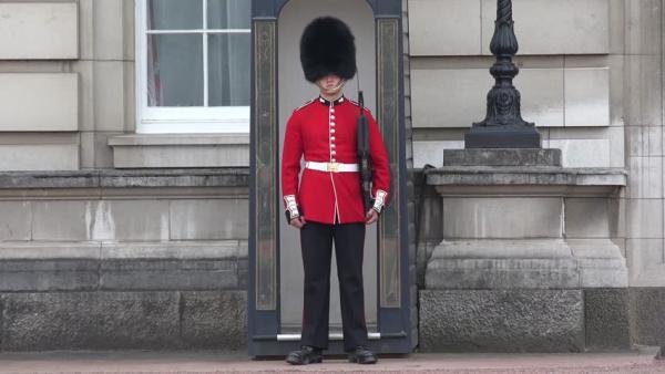 Muốn tiêu tiền và mua sắm, Hoàng gia Anh sẽ đến những địa điểm nào?