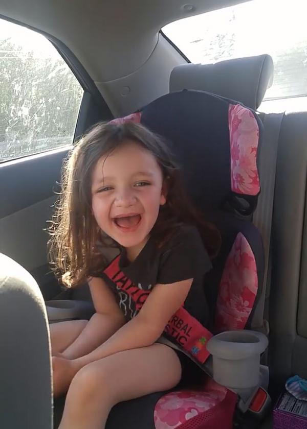 Mẹ chia sẻ khoảnh khắc lần đầu tiên nghe thấy giọng con gái khiến cả thế giới xúc động
