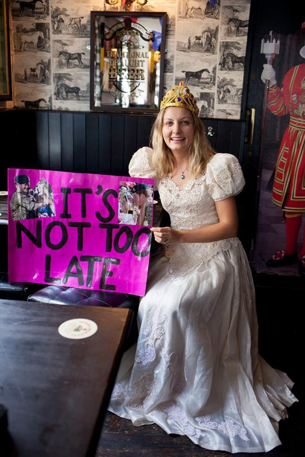 Không khí lễ hội tưng bừng của nước Anh ngay trước thềm đám cưới Hoàng gia