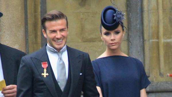 Victoria Beckham bị chỉ trích vì 'đi đám cưới mà mặt như đưa ma'