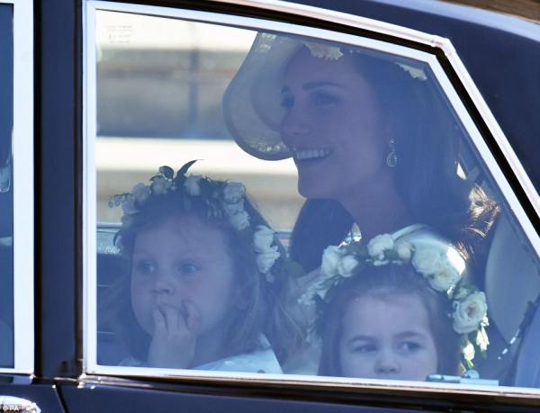 Dàn 'thiên thần nhí' chiếm hết spotlight trong đám cưới Hoàng gia bằng hành động siêu dễ thương