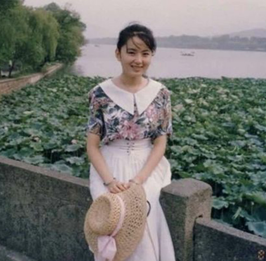 Neitizen Trung Quốc 'than trời' vì không thừa hưởng được xíu nhan sắc nào từ mẹ, bạn thì sao?
