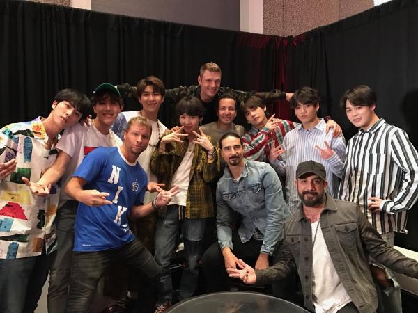 Đẳng cấp của BTS: Chụp ảnh cùng Taylor Swift, Backstreet Boys và loạt sao hạng A của Hollywood