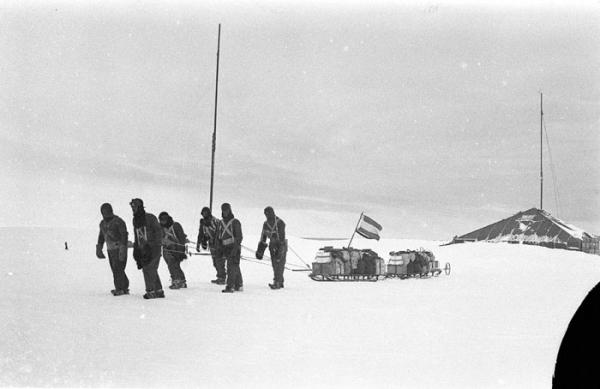 Ảnh hiếm về chuyến thám hiểm Nam Cực đầu tiên của người Úc được chụp cách đây 100 năm