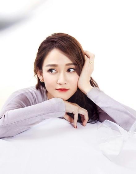 'Gái già' Trần Kiều Ân sẽ yêu say đắm trai trẻ Trương Nghệ Hưng trong 'Chị Đẹp Mua Cơm Ngon Cho Tôi' bản Trung?