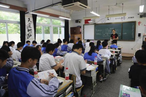 Trường học Trung Quốc thử nghiệm camera thông minh theo dõi học sinh có tập trung hay không