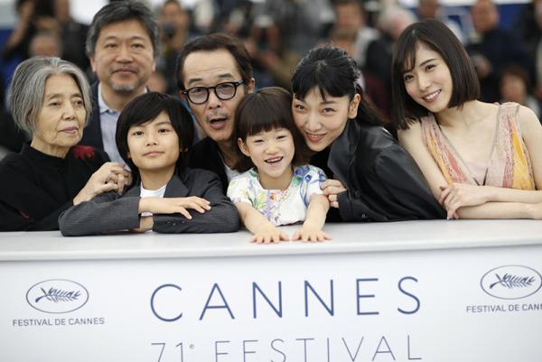 Có gì trong 'Shoplifters' - bộ phim vượt mặt 'Burning' để giành giải Cành cọ vàng tại Cannes 2018?