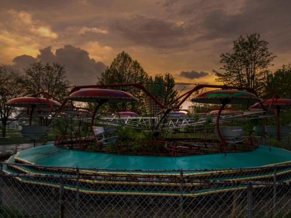 Những hình ảnh 'sởn gai ốc' bên trong các công viên giải trí bị bỏ hoang khắp nước Mĩ