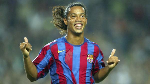 Huyền thoại bóng đá Ronaldinho sẽ cưới cùng lúc 2 người đẹp vào tháng 8 này