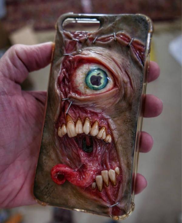 Phải can đảm lắm mới dám rước những chiếc ốp điện thoại 'quái thai' này về nhà