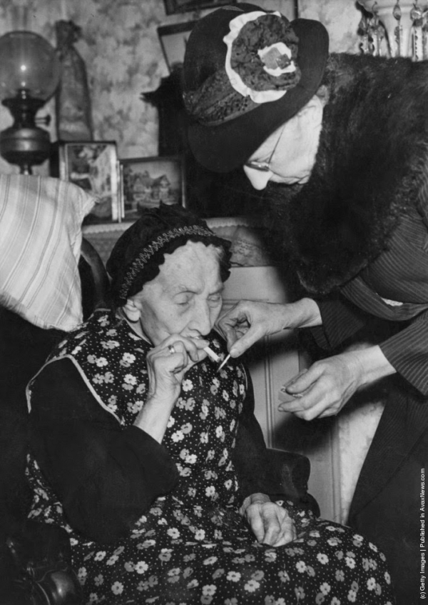 Phụ nữ thập niên 1930 và điếu thuốc mê hoặc lòng người