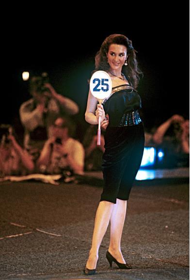 Những sự cố éo le trong cuộc thi Hoa hậu đầu tiên của Liên Xô
