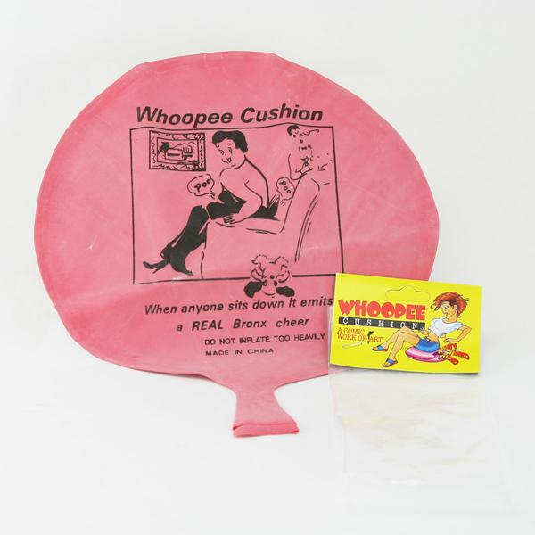 Những món đồ chơi kì dị nhất từng được phát minh qua các thập kỉ