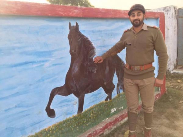 Cảnh sát Ấn Độ được ca ngợi anh hùng sau khi cứu sống chàng 'Romeo' người Hồi giáo