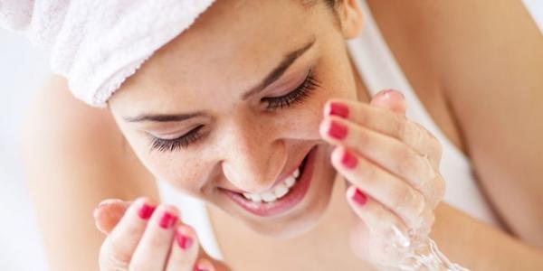 Không tẩy trang sau khi dùng mascara trong suốt 25 năm khiến một phụ nữ có nguy cơ bị mù