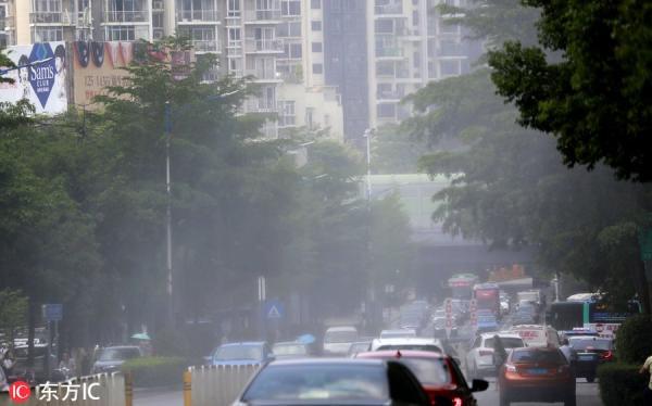 Cách giải nhiệt mùa hè của người Trung Quốc: Chính quyền Thâm Quyến dùng 'đại pháo phun sương' để giảm nhiệt cho thành phố