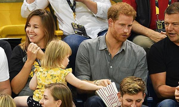 Hoàng tử Harry lấy vợ thì sao, vẫn còn tận 6 'soái ca' Hoàng gia độc thân cho các chị em chọn