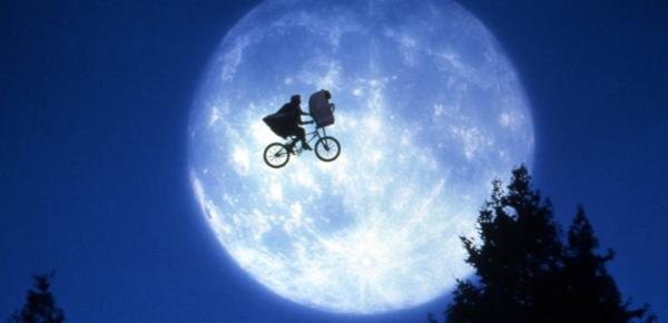 Tò mò trước 4 bộ phim từng khiến đạo diễn huyền thoại Steven Spielberg 'sợ run người' lúc bé