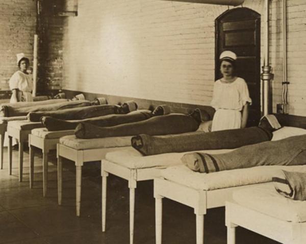 15 bức ảnh tái hiện một thời kỳ kinh hoàng của y học nhân loại