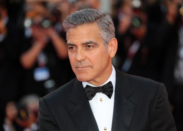 Sao Hollywood làm gì trước khi nổi tiếng: Johnny Depp bán bút, Matthew McConaughey là nhân viên vệ sinh chuồng gà
