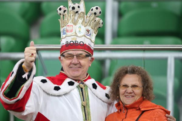 Cụ ông Ba Lan 40 năm miệt mài mặc hoàng bào để cổ vũ cho đội nhà tại World Cup