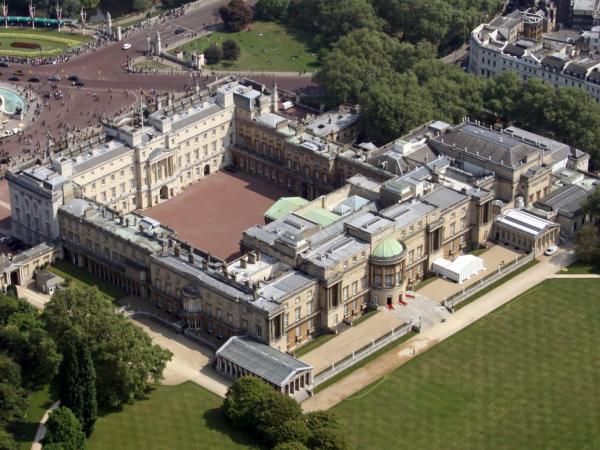 Bên trong 11 khối tài sản xa hoa trị giá 18 tỷ USD của Hoàng gia Anh